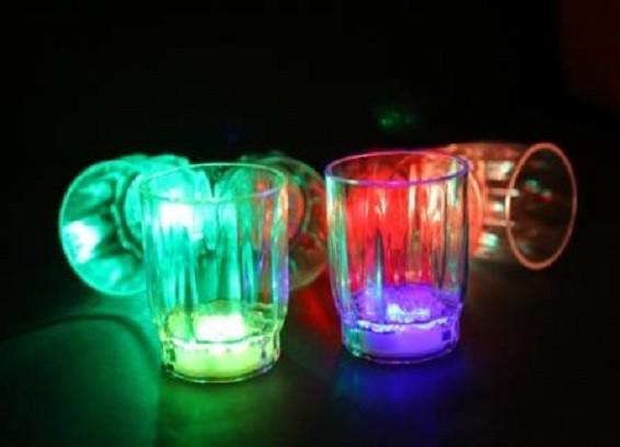 כוסות צ'ייסר מאירות